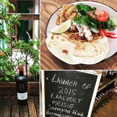 Kickstart your weekend at @eateryhermanus with the new vintage of @hpf_skapie Sauvignon Blanc. To pair we made a Calamari Flatbread with cucumber pickle and red pepper mayo. #eateryhermanus #seafood #whitewine #hpf #kaalvoetmeisie #sauvignonblanc