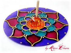 Risultati immagini per mandala feita com cd Old Cd Crafts, Fun Crafts, Diy And Crafts, Arts And Crafts, Mandala Azul, Recycled Cds, Cd Diy, Cd Design, Glass Painting Designs