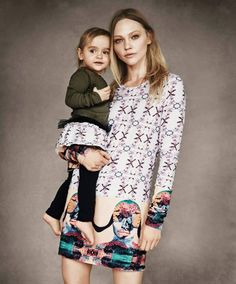Sasha Pivovarova with daughter Mia. Dress & skirt with leggings by Vera Wang for Born Free Africa Campaign. Sasha Pivovarova, Love Fashion, Kids Fashion, Celebrity Moms, Mom Daughter, Vogue Magazine, Stylish Kids, Mother And Child, Mommy And Me