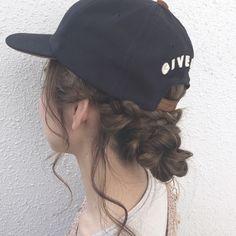 コテもピンも不要!外出先でもパパッと可愛い「ゴムだけ」アレンジ - LOCARI(ロカリ) Aesthetic Hair, Hair Inspiration, Cowboy Hats, Curly Hair Styles, Hair Beauty, Take That, Hairstyle, Hairstylists, Fashion