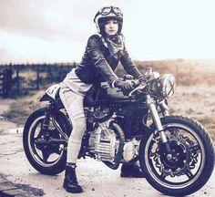 Rider Girl on Honda Custom Cafe Racer Estilo Cafe Racer, Cafe Racer Style, Cafe Racer Girl, Custom Cafe Racer, Cx500 Cafe Racer, Scrambler, Cafe Racers, Lady Biker, Biker Girl