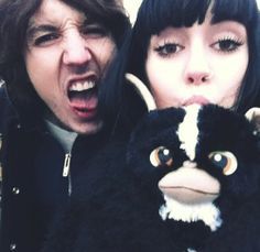 Oli sykes kissing his wife pic 916