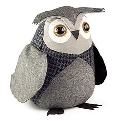 LITTLE OWL DOORSTOP by Dora Designs. Welcome guests to your home with this friendly little owl. The perfect gift! Owl Crafts, Kids Crafts, Owl Doorstop, Sewing Crafts, Sewing Projects, Little Owl, Owl Bird, Pet Birds, Bird Design