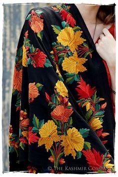 Beauté de Paris Notre Dame Shawl Hand Work Embroidery, Embroidery Suits Design, Kashmiri Shawls, Saree Blouse Patterns, Tussar Silk Saree, Indian Wear, Indian Style, Indian Designer Wear, Pakistani Dresses