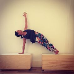 Day 7 of 10 days challenge @hotyogaflame Side plank - Vasisthasana Great arm strengthening pose, stacking joints over joints.