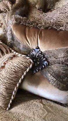 Luxury Old World Style Champagne Bedding Collection einrichten gold Gold Comforter, Linen Bedding, Home Decor Furniture, Furniture Design, Deco Furniture, Modern Furniture, Bed Curtains, Natural Bedding, Luxury Bedding Collections