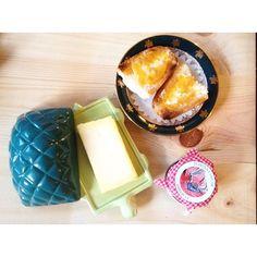 Mermelada casera, los platos de la abuela y nuestra Tortu, ¡el comienzo perfecto! #tánata #tortu #mantequillera #cerámica #turtle #butter #handmade #tanata #buenosdíasporlamañana #adepetá