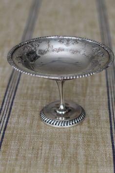 Antique Silver Pedestal Dish Vintage Crockery, Antique Dishes, Silver Cutlery, Silver Plate, Vintage Silver, Antique Silver, Metal Working, Decorative Items, Pewter