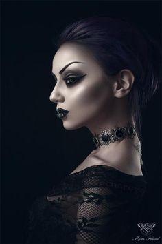 Modelle Darya Goncharova, Fur Mystic Thread