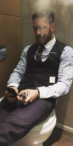 No one on the toilet have swagga like Tom....zero fucks given. Tom Hardy y'all.