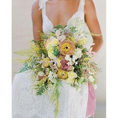 Fresh and vibrant bouquet by @ariellachezardesign. Gown: @lihihod | Photo: @josevilla. #bouquet #floral #weddingbouquet #bouquets #vibes #flowers #bridalbouquet #weddinginspiration #instaflower #cheerful #colorful #colorcrush #freshflowers #summerwedding