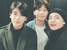 Park Seo-joon and Park Hyung-sik went to see BTS in concert at the Gocheok Sky Dome and posted a picture with BTS's 'V' actor Park Hyun-sik on his SNS. Park Hyung Sik Hwarang, Park Hyung Shik, Joon Hyung, Witch's Romance, Foto Bts, Korean Celebrities, Korean Actors, Actors Male, Celebs