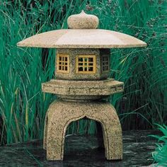 Japanese stone lantern - kicking 'round some ideas. Japanese Garden Ornaments, Japanese Garden Lanterns, Japanese Stone Lanterns, Japanese Gardens, Asian Garden, Chinese Garden, Zen, Japanese Pagoda, Little Presents