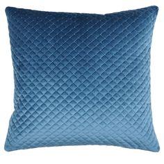 Perna albastra catifelata Baryton cu suprafata moale, placuta la atingere. Perna albastra cu dimensiuni 45 x 45 cm si husa detasabila.