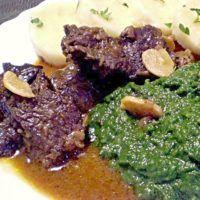 Hovězí na česneku se špenátem, knedlík Steak, Menu, Food, Fine Dining, Menu Board Design, Essen, Steaks, Meals, Yemek