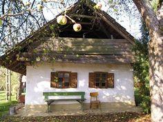 Őrség - Fotó: Gyöngyi Sípos - Hungary Rustic Houses Exterior, Exterior House Colors, Old Country Houses, Old Houses, Dream Home Design, House Design, Hut House, Farm House, Medieval Houses