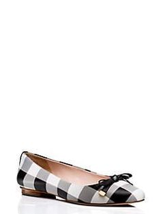 These flats are so cute. Darling with a white dress or jeans for fall.