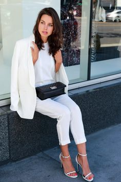 Our fashion inspiration to all white outfit White Blazer Outfits, All White Outfit, Magenta, Viva Luxury, Love Fashion, Fashion Outfits, Mode Inspiration, Fashion Inspiration, Street Style Women