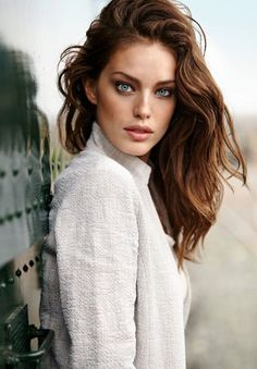 American model Emily DiDonato continues her association with fashion retail label Calzedonia, and stars for the Spring/Summer 2015 Campa. Emily Didonato, Beautiful Eyes, Most Beautiful Women, Modelo Emily, Spring Summer 2015, Beauty Women, Hair Makeup, Portraits, Feminine