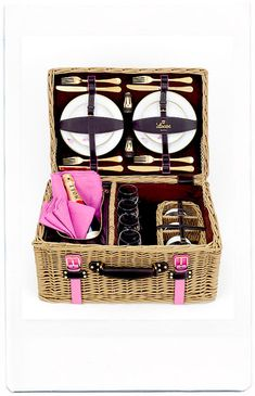 Have a picnic outside on a blanket. This is a picnic hamper from spanish fashion label loewe Picnic Time, Summer Picnic, Picnic Parties, Picnic Set, Beach Picnic, Spring Summer, Romantic Picnics, Romantic Dinners, Company Picnic