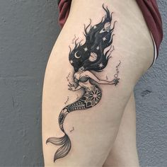 24 The Most Popular Mermaid Tattoo Designs 24 Die beliebtesten Meerjungfrau Tattoo Designs Tattoo Girls, Girl Tattoos, Tattoos For Women, Tatoos, Neue Tattoos, Body Art Tattoos, Small Tattoos, Tattoo Art, Ocean Tattoos
