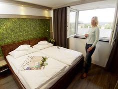 Zimmeransicht - HB1 Design & Budget Hotel Wien Schönbrunn Budgeting, Bed, Furniture, Design, Home Decor, Hotel Bedrooms, Decoration Home, Stream Bed, Room Decor