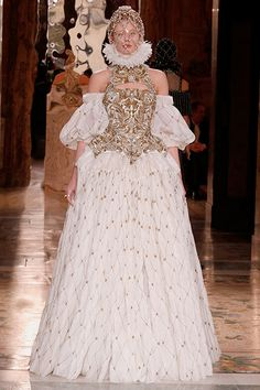 This is FABULOUSLY beautiful. Elizabeth: The Golden Age DREAMY REALNESS. @Alexander McQueen Fall 2013 RTW