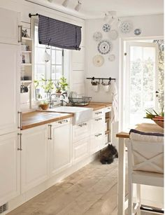 Love this Ikea Kitchen! More