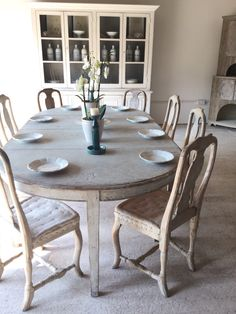 Latest Arrivals at Anton K Some Latest Swedish Antiques Swedish Decor, Swedish Style, Scandinavian Dining Table, Antique Living Rooms, Antique Dining Tables, Swedish Interiors, Antique Interior, Painted Furniture, Handmade Furniture