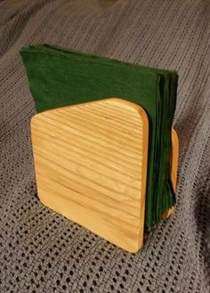 Wooden Napkin Holder by Bloodwood on Etsy Small Wooden Projects, Small Woodworking Projects, Popular Woodworking, Woodworking Wood, Wood Napkin Holder, Wood Projects For Beginners, Wooden Diy, Wood Crafts, Gift Crafts