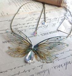 Beautiful double faerie winged head piece di UndertheIvy2 su Etsy, £35.50
