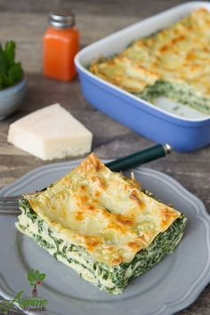Lasagna with spinach and ricotta - Flavors story Veggie Recipes, Vegetarian Recipes, Cooking Recipes, Healthy Recipes, Parmesan Zucchini Chips, Good Food, Yummy Food, Pastry Cake, Appetisers