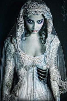Corpse bride costume. Victorianna Gothica theme on October 18th 2014 at http://www.club-rub.com/