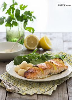 Salmón al horno caramelizado con sirope de arce y limón