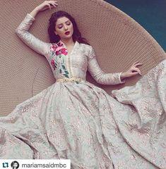 Items similar to caftan couture on Etsy Abaya Style, Caftan Dress, Hijab Dress, Arab Fashion, Indian Fashion, Abaya Mode, Kaftan Moroccan, Hijab Stile, Oriental Dress