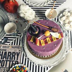 C'est mercredi, c'est l'heure du goûter!!! Sur mon blog today, plein d'idées pour organiser un anniversaire #harrypotter (ou #halloween ) on my blog today: loads of ideas for a Harry Potter birthday party (or just for Halloween) tap for credits. Link in bio ➡️➡️➡️