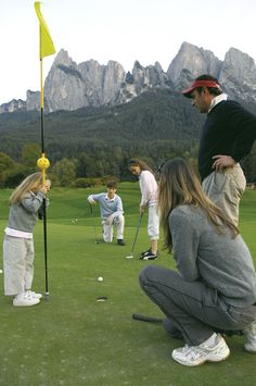 Golf & Enjoy! Enjoy the green sport in the middle of a wonderful natural backdrop, away from the everyday routine.