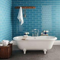 badezimmer design weie badewanne blaue wandfliesen - Moderne Badezimmer Trkis