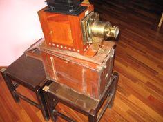 Lanterna con box originale con funzione di appoggio per la lanterna e leggio per l'attore.