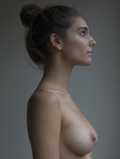 caitlin stasey reivindica el cuerpo femenino publicando en Internet sus fotos desnuda | read | i-D