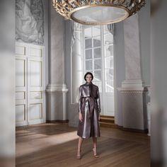 А вы когда нибудь пробовали носить плащ на голое тело?🕶🌿🔫💋#DariaBardeeva #collection #ss17