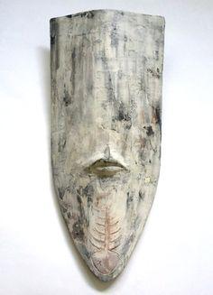 Buccaneer - shield mask - ceramic wall object by Niqui Kommerkamp.  Masker Keramiek Wandobject