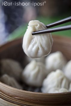 You Peng Fresh Mian Jiao Zi Guan: The Xiao Long Bao Test - ieatishootipost Chinese Food, Chinese Recipes, Singapore Food, Food Reviews, Small Plates, Dim Sum, Restaurant Recipes, Tasty Dishes, Good Food