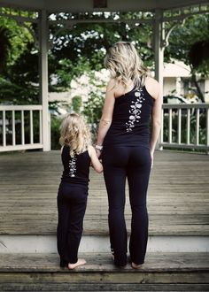 Mommy and daughter matching outfits <3