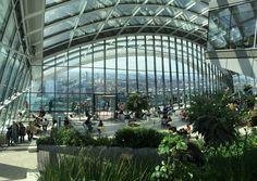 """Wer London aus der Luft bewundern möchte, wählt meist zwischen einer Fahrt mit dem London Eye oder besucht die Aussichtsplattform von """"The Shard"""". Dabei ..."""