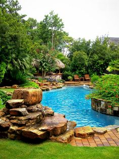 If you are working with the best backyard pool landscaping ideas there are lot of choices. You need to look into your budget for backyard landscaping ideas Pool Spa, Swimming Pools Backyard, Swimming Pool Designs, Tropical Pool Landscaping, Backyard Pool Designs, Backyard Landscaping, Landscaping Ideas, Large Backyard, Backyard Ideas
