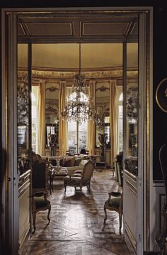 Hotel dOrrouer-Givenchy-Main Salon-Private Houses of France-Francis Hammond Beautiful Interiors, Beautiful Homes, French Interiors, Vintage Interiors, House Beautiful, Classic Living Room, Interior Decorating, Interior Design, Interior Ideas