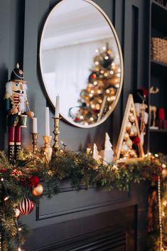 Such a pretty Christmas mantel! Christmas Mantels, Noel Christmas, Merry Little Christmas, Winter Christmas, Elegant Christmas, Victorian Christmas, Modern Christmas, Christmas Christmas, Vintage Christmas