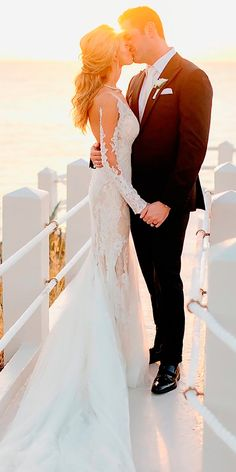 In general, the choice of beach wedding dresses is endless. Such a romantic type wedding is much deserving of a simple sexy wedding dress. Simple Sexy Wedding Dresses, Trendy Wedding, Beautiful Dresses, Wedding Ideas, Wedding Planning, Beach Wedding Gifts, Beach Wedding Photos, Beach Gifts, Lace Mermaid Wedding Dress