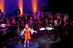 Renee van Bavel treedt op met de Fanfare Bereden Wapens.